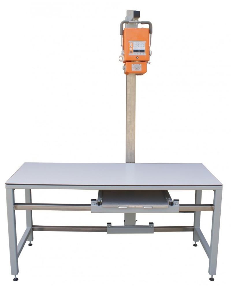 Röntgentisch mit verstellbarem Stativ und integrierter Schublade für Kasetten